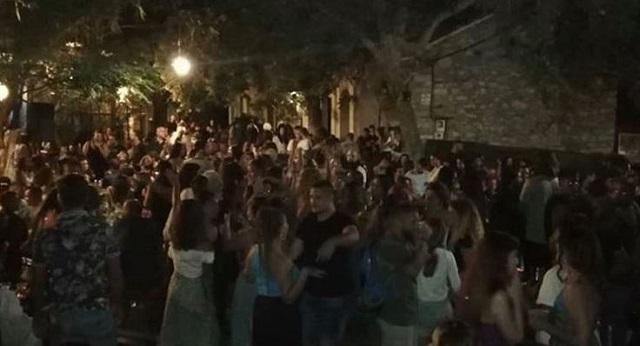 Στην Ικαρία έστησαν πανηγύρι: Συνωστισμός και χοροί παρά τις απαγορεύσεις