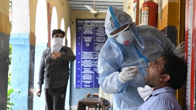 Ινδία: Ξεπέρασαν τα 2 εκατομμύρια τα επιβεβαιωμένα κρούσματα