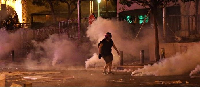 Βηρυτός: Οργή πολιτών κατά της κυβέρνησης -Σφοδρές συγκρούσεις διαδηλωτών με την αστυνομία