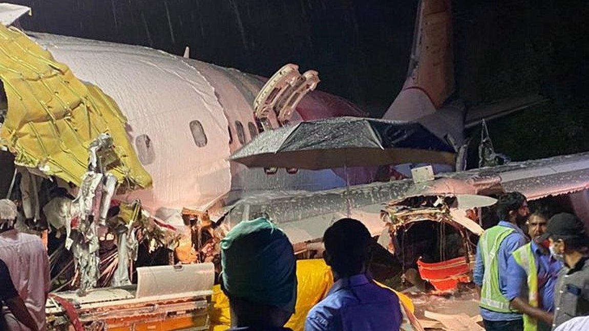 Ινδία: Τουλάχιστον 16 νεκροί & 15 σοβαρά τραυματίες από τη συντριβή του αεροσκάφους