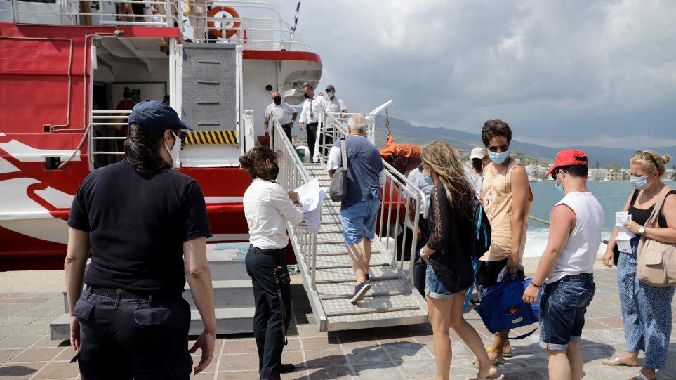 Πόρος: Ερημώνει το νησί μετά τα κρούσματα του κορωνοϊού