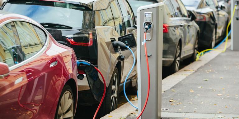 Τα ποσά επιδοτήσεων για ηλεκτρικά οχήματα και δίκυκλα