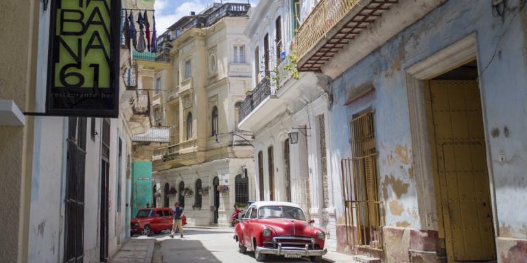 Κούβα: Νέοι περιορισμοί στην κυκλοφορία -Μπαρ και εστιατόρια κλείνουν στις 9 -Κλειστά τα αεροδρόμια