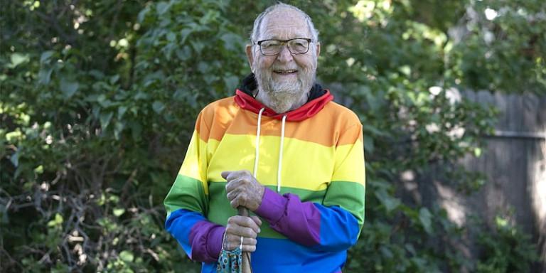 «Είμαι ομοφυλόφιλος» 90χρονος αποκάλυψε το μυστικό του, ενώ είχε παντρευτεί & απέκτησε παιδί