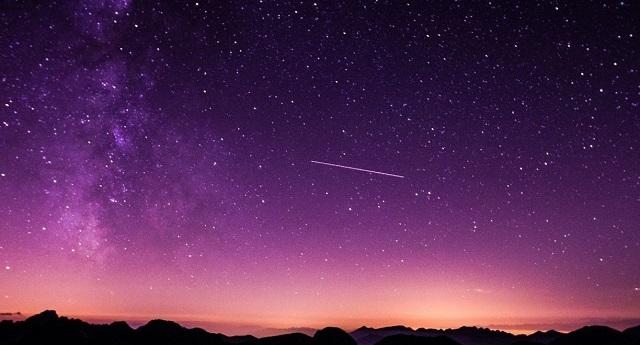 Κορυφώνεται η εντυπωσιακότερη βροχή αστεριών του καλοκαιριού