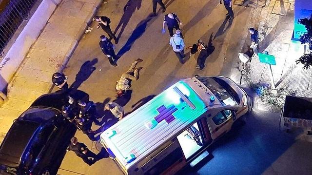 Καλλιθέα: Καρέ καρέ η στιγμή της σύλληψης του δράστη της επίθεσης με τσεκούρι [βίντεο]