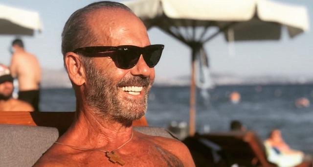 Ο Πέτρος Κωστόπουλος ποστάρει φωτό με vintage μαγιό στις Αλυκές Βόλου και γίνεται viral