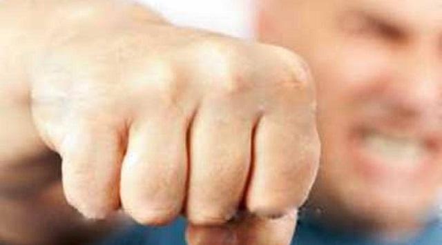 Πιάστηκαν στα χέρια αφισοκολλητές στην Ιάσονος