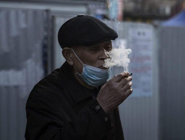 Κίνδυνος μετάδοσης κορωνοϊού μέσω καπνίσματος