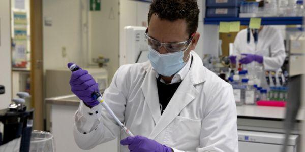 Καθηγητής Μανωλόπουλος: Δεν θα πόνταρα στο ρωσικό εμβόλιο