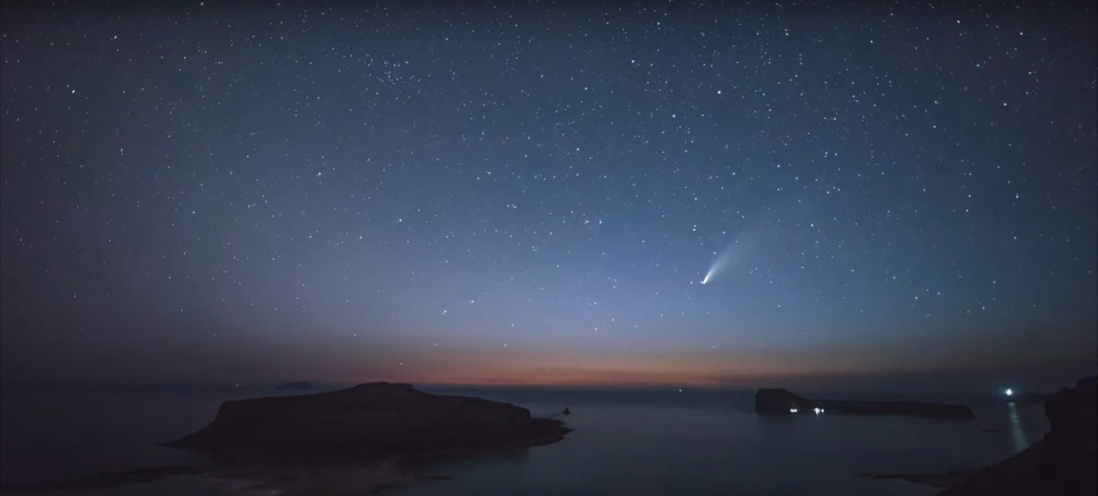Kομήτης περνάει πάνω από τον ονειρεμένο Μπάλο στην Κίσαμο