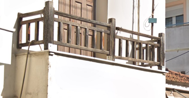 6χρονος κρεμόταν από μπαλκόνι σπιτιού στον Βόλο!