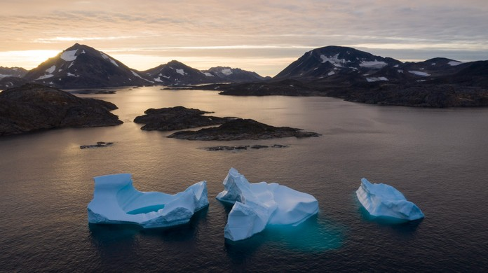 Οι πάγοι στη Γροιλανδία λιώνουν, απειλώντας τις παράκτιες περιοχές