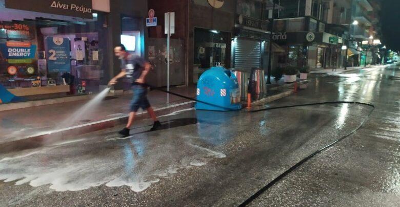 Πλύσιμο και απολύμανση δρόμων, πλατειών και σχολικών προαυλίων στην Καρδίτσα
