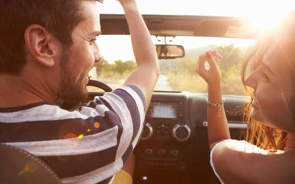 Τα ιδανικά τραγούδια που πρέπει να ακούμε όταν οδηγούμε