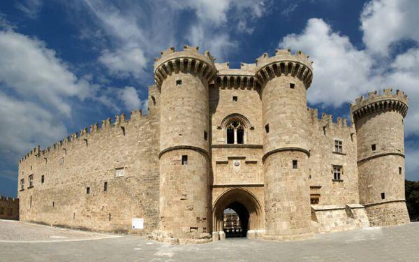 Το μεγαλοπρεπές Κάστρο και η Μεσαιωνική πόλη της Ρόδου