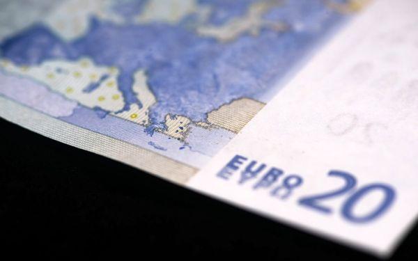 Πάνω από 1,5 δισ. ευρώ είναι η μείωση της προκαταβολής φόρου που θα καταβάλουν φέτος τα νομικά πρόσωπα