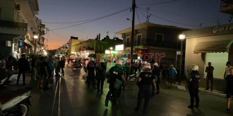 Κρήτη: Επεισόδια και χημικά στο συλλαλητήριο μετά τις συμπλοκές ντόπιων με Πακιστανούς [εικόνες]
