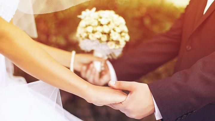 Κορονοϊός: Μετρημένοι στα δάχτυλα οι καλεσμένοι σε γάμους - Τα νέα μέτρα για την Αττική