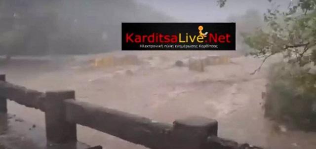 Κακοκαιρία «Ιανός»: Κατέρρευσε η γέφυρα «Μπαλάνου» στο Μουζάκι Καρδίτσας [εικόνες-βίντεο]