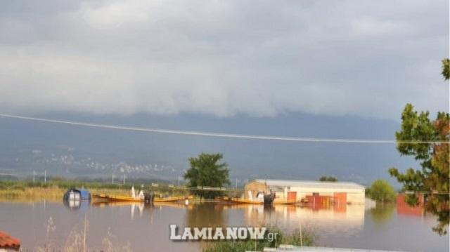 «Πνίγηκε» η Λαμία, πλημμύρισε το αεροδρόμιο, διεκόπη η κυκλοφορία σε πολλούς δρόμους
