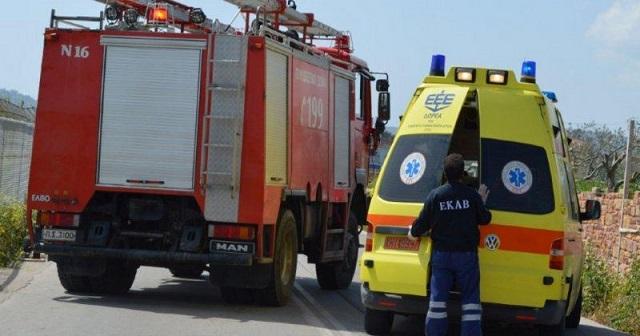 Απεγκλωβισμός οδηγού από φορτηγάκι στη Λαρίσης