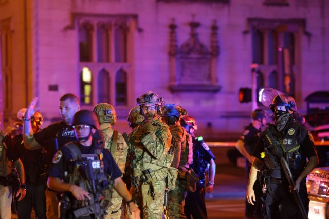 Νέα «φωτιά στις ΗΠΑ: Τραυματισμός αστυνομικού από σφαίρα στη διάρκεια διαδήλωσης