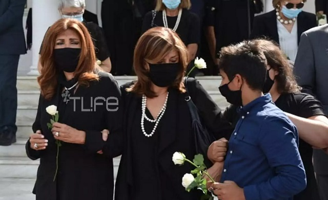 Η Μιμή Ντενίση αποχαιρέτησε τη μητέρα της [εικόνες]