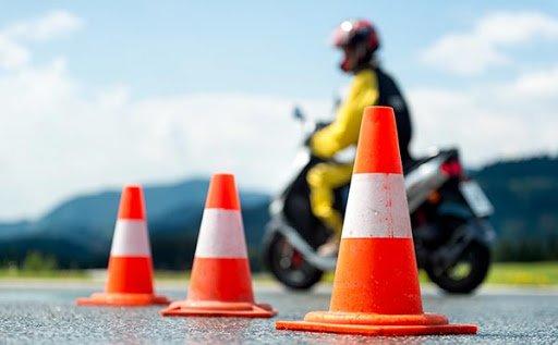 Αναδίπλωση υπουργείου Μεταφορών: Οι οδηγοί ΙΧ δεν μπορούν να οδηγούν μοτοσικλέτες με το ίδιο δίπλωμα