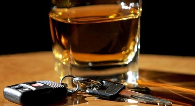 Καμπάνα σε 35χρονο για οδήγηση υπό την επήρεια αλκοόλ