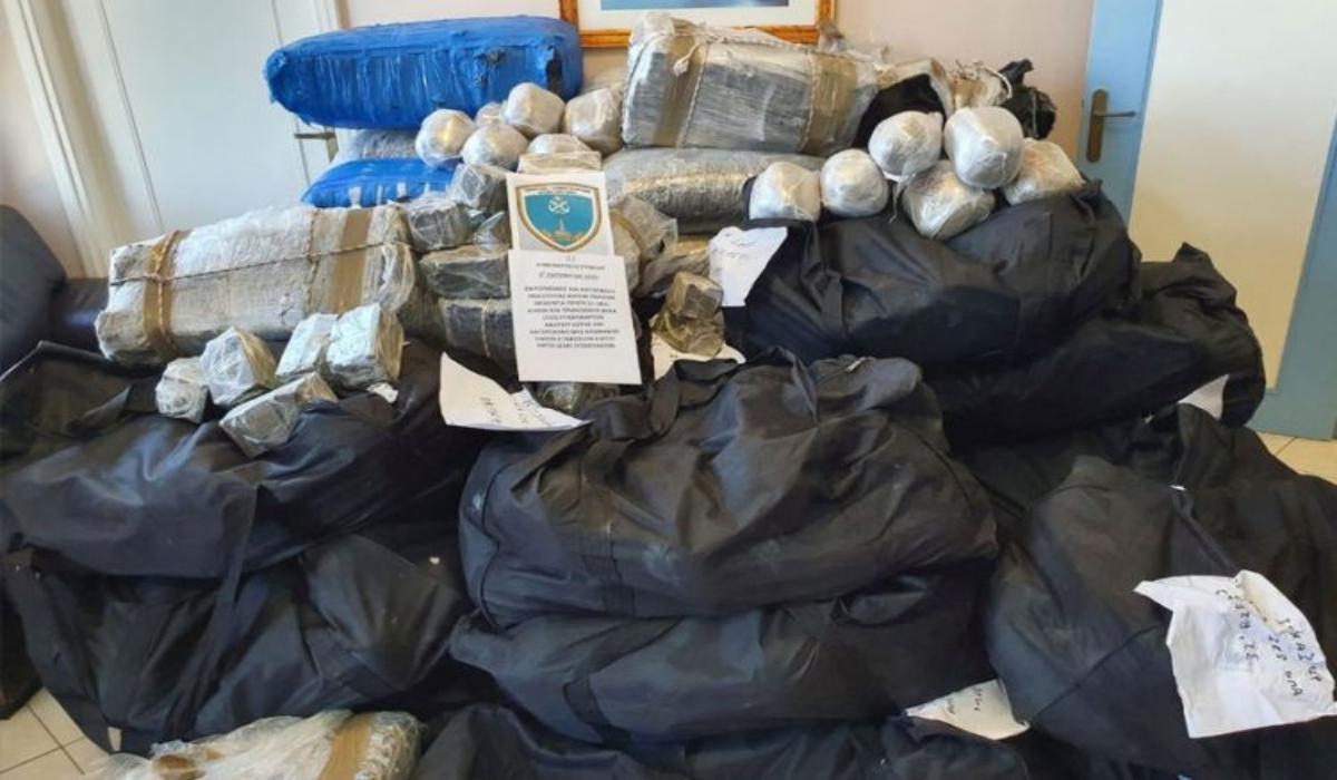 Λακωνία: Πάνω από ένα τόνο κάνναβη σε σκάφος εντόπισε το Λιμενικό