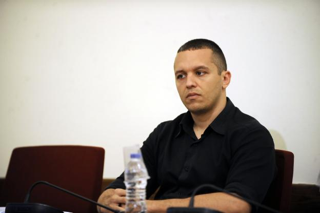 Παραδόθηκε στο αστυνομικό τμήμα ο Ηλίας Κασιδιάρης