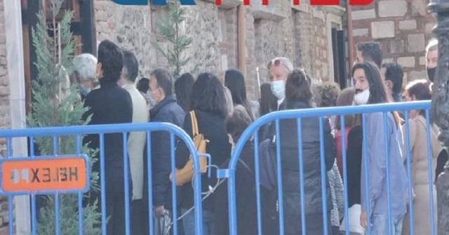 Κοσμοσυρροή πιστών στον Άγιο Δημήτριο Θεσσαλονίκης – Στην ουρά χωρίς αποστάσεις