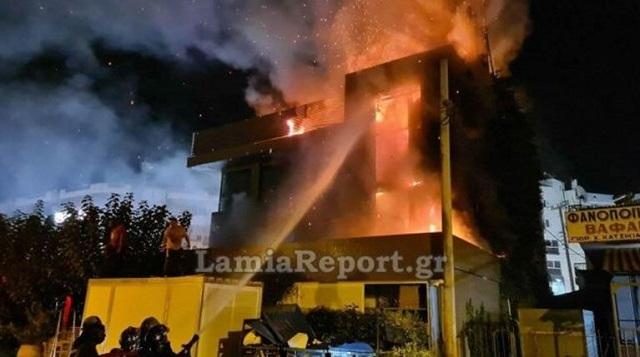 Συγκλονιστικές εικόνες από φωτιά στο εστιατόριο στη Λ. Αμφιθέας -Πληροφορίες για τρεις τραυματίες [βίντεο]