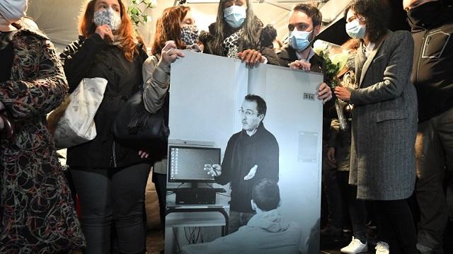 Ενός λεπτού σιγή τη Δευτέρα στα ελληνικά σχολεία για τον δολοφονημένο Γάλλο καθηγητή