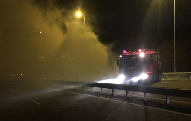 Φωτιά σε φορτηγό εν κινήσει στην Εθνική Λάρισας–Βόλου