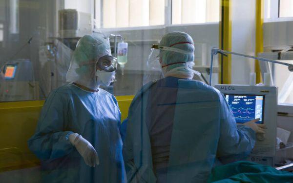 Συναγερμός στη Λάρισα με τα κρούσματα: Γεμίζουν τα νοσοκομεία