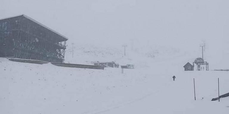 Το «έστρωσε» στον Παρνασσό -Στα λευκά το χιονοδρομικό [εικόνες]