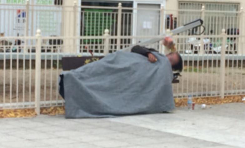 Street work σε αναζήτηση αστέγων ~ Ψυχές στους δρόμους εν μέσω πανδημίας