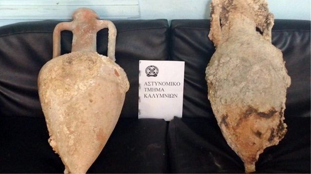 Στόλισε με αρχαίους αμφορείς το σπίτι της στην Κάλυμνο
