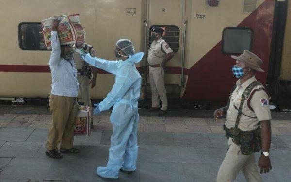 Πάνω από 41.000 κρούσματα κορονοϊού στην Ινδία μέσα σε 24 ώρες