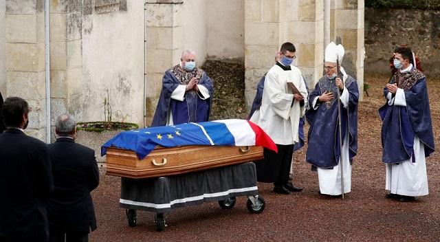 Σε στενό οικογενειακό κύκλο το τελευταίο «αντίο» στον Βαλερί Ζισκάρ ντ' Εστέν