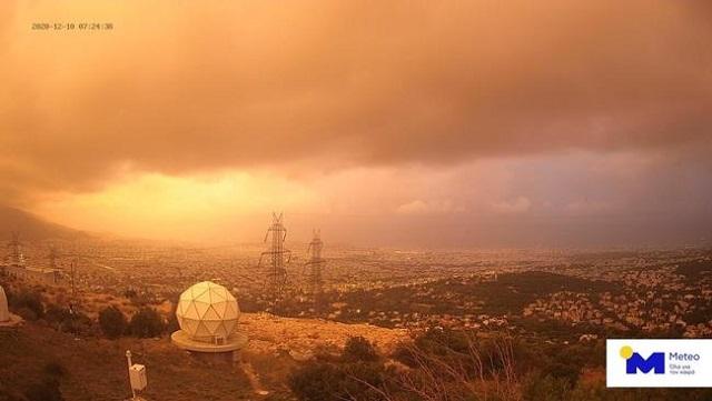 Τι προκάλεσε τη σημερινή κόκκινη ανατολή στον ουρανό της Ελλάδας