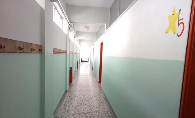 Βόλος: Καθαρίστρια έβαψε ολόκληρο το σχολείο... μόνη της