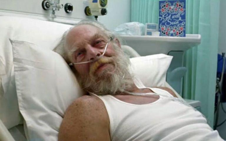 Στο νοσοκομείο με κοροναϊό... ο Άγιος Βασίλης