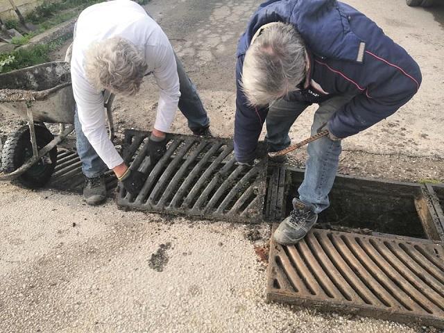 Σε εξέλιξη εργασίες καθαρισμού φρεατίων στη Χλόη