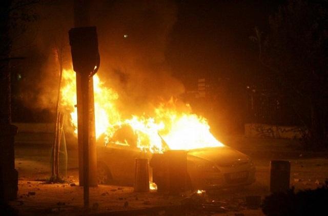 Πυρομανής στη Θεσσαλονίκη έκαψε 15 Ι.Χ. και δύο σκυλιά