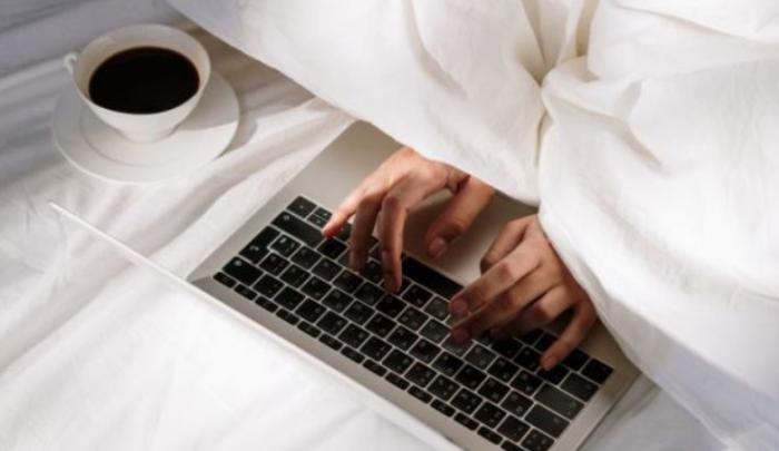 H δουλειά στο κρεβάτι βλάπτει τον ύπνο και το σεξ