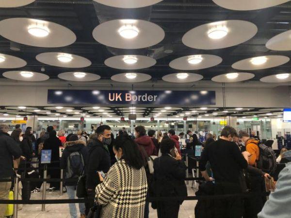 Βρετανία: Έρχονται νέοι ταξιδιωτικοί περιορισμοί – Τη Δευτέρα οι αποφάσεις