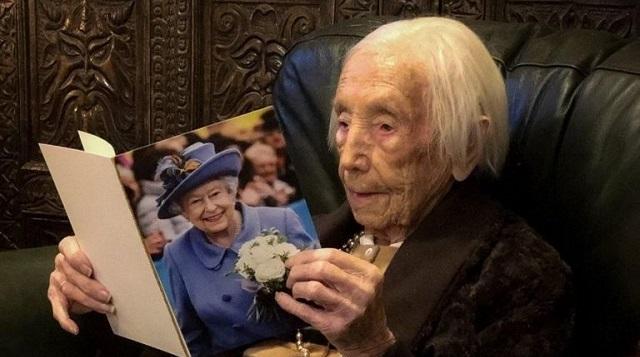 Εγινε 110 ετών και μετατράπηκε σε… σταρ του TikTok